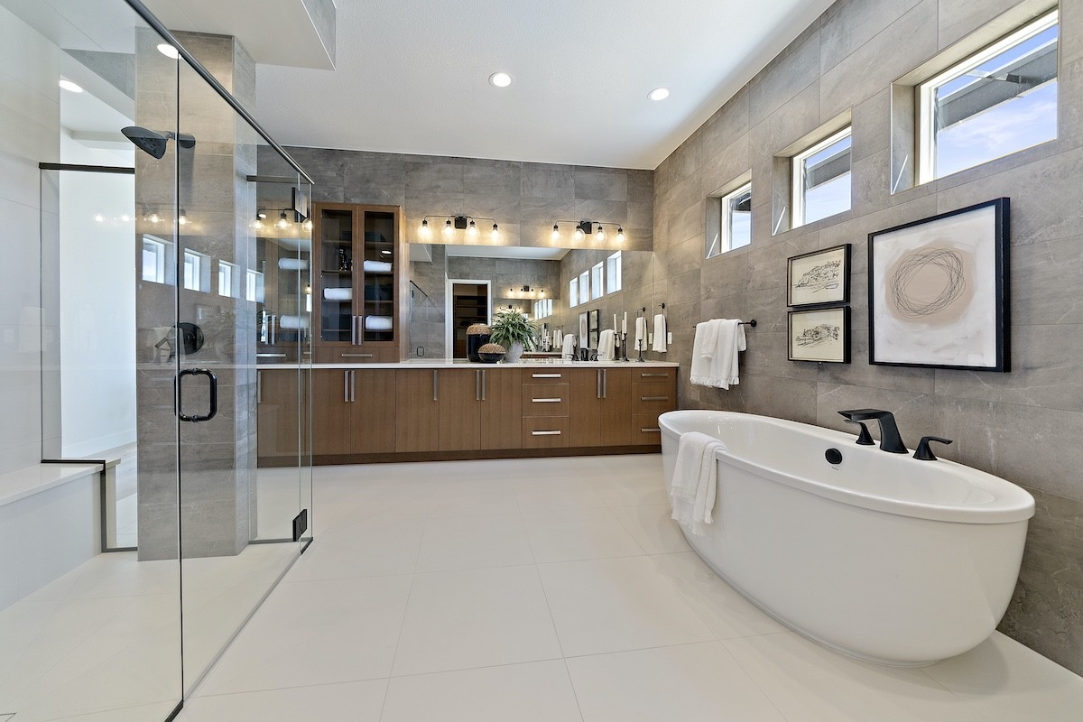 Master bathroom by Infinity Homes